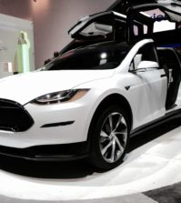 Tesla Model X problems bother car owners.